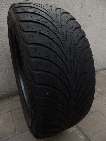 GoodYear Ultra Grip Extrime 215/55R 16