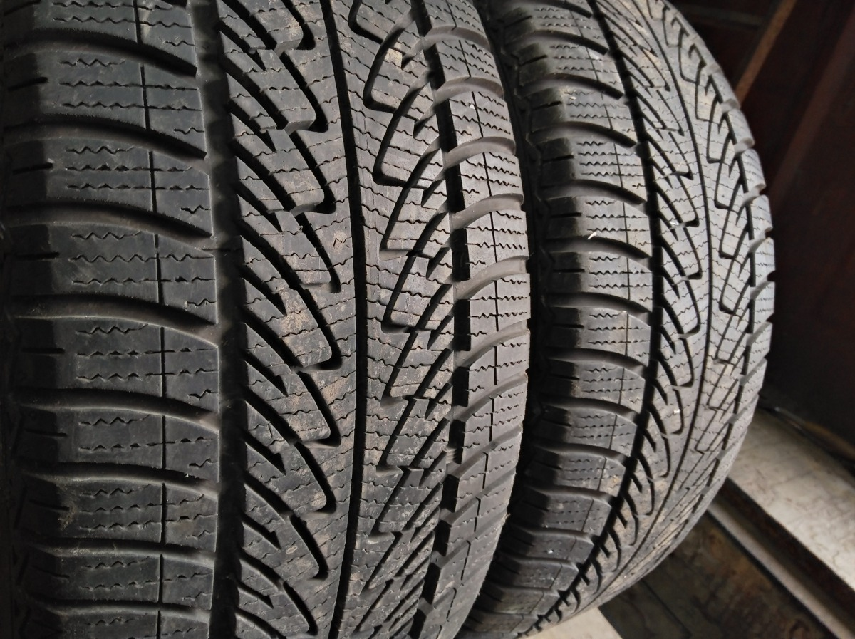 GoodYear UltraGrip 8 225/50R 17