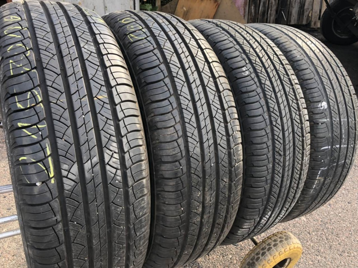 Michelin Latitude Tour HP 215/70R 16