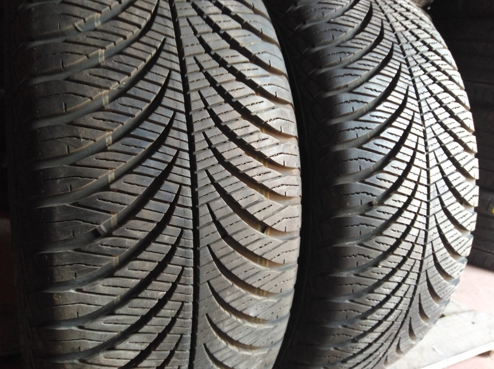 GoodYear Vector 4 Season 215/55R 17