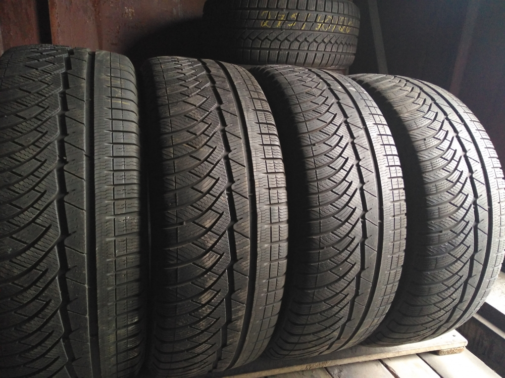 Michelin Alpin PA 4 235/55R 18
