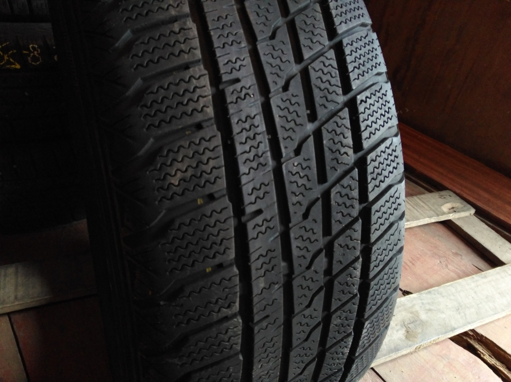 Points Winter  Star 3 215/55R 16