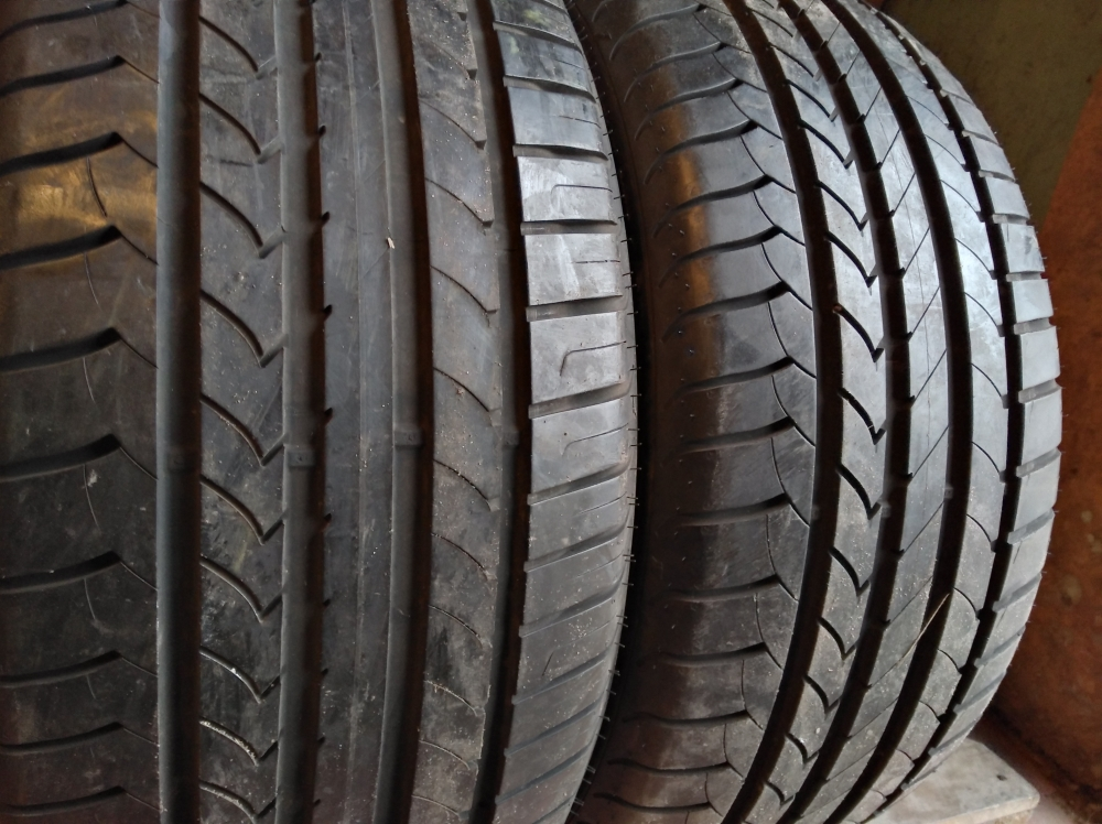 GoodYear Efficient Grip 255/45R 18