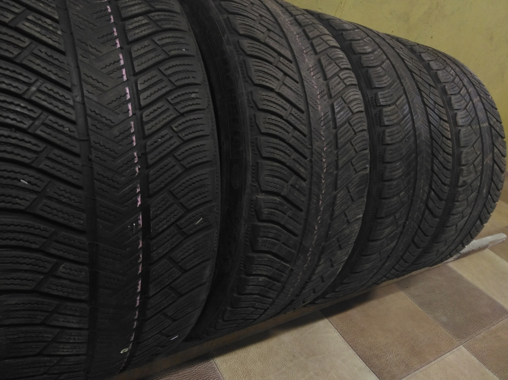 Michelin Pilot Alpin PA 4 235/40R 19