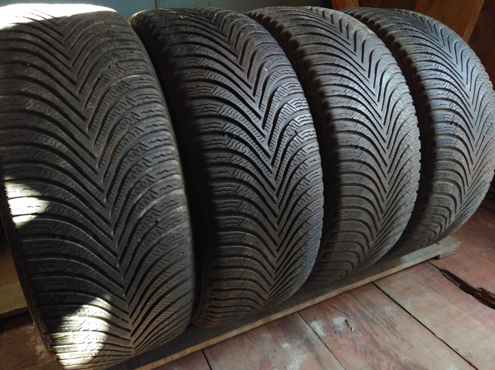Michelin Alpin 5. 215/55R 17