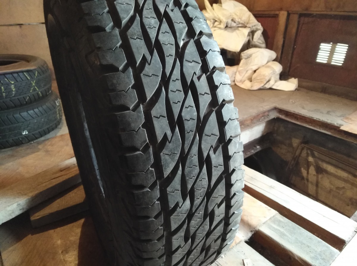 Bridgestone Dueler AT 235/70R 16