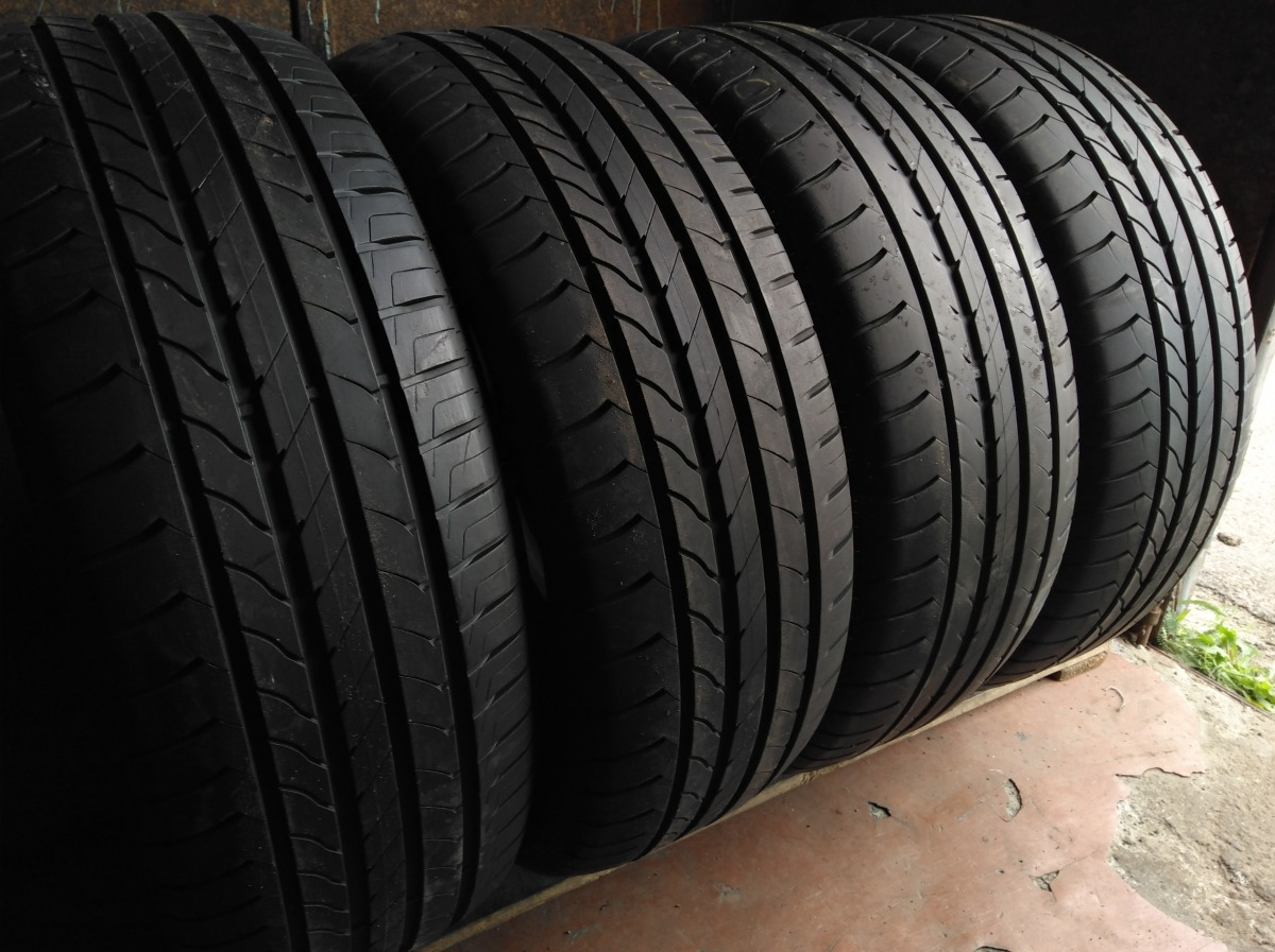 GoodYear Efficient  Grip 235/60R 17