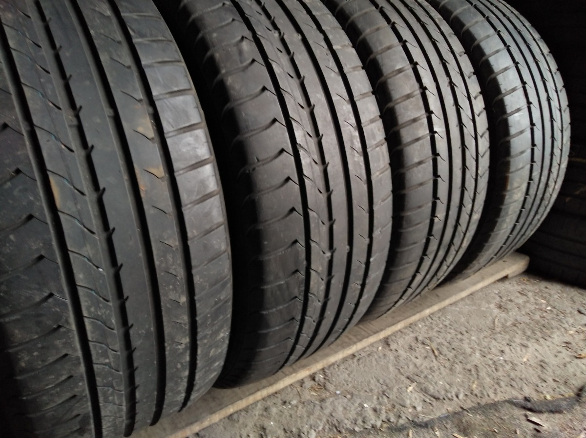 GoodYear Efficient Grip 215/50R 17