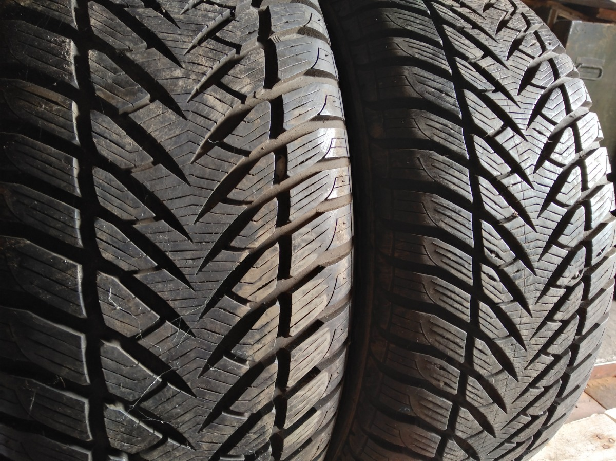 GoodYear Eagle Ultra Grip GW 3 215/55R 16