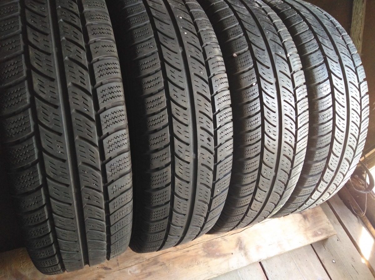 Contnental Vanco Winter 2 205/75R 16C