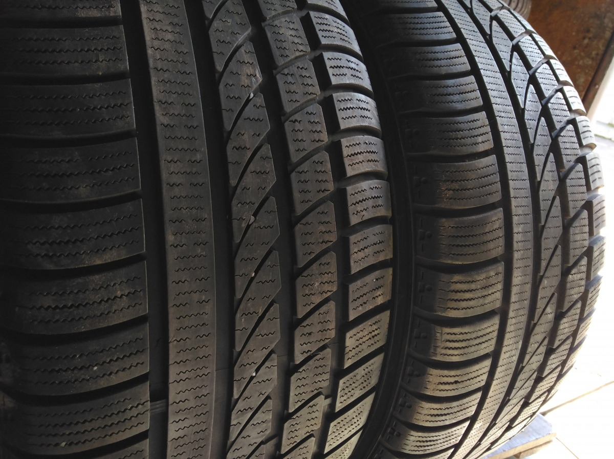 Hankook Ice Bear W 300 245/45R 17