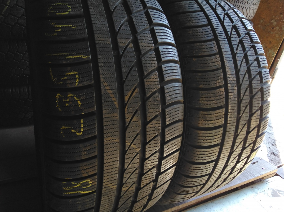 Hankook Ice Bear W 300 235/40R 18