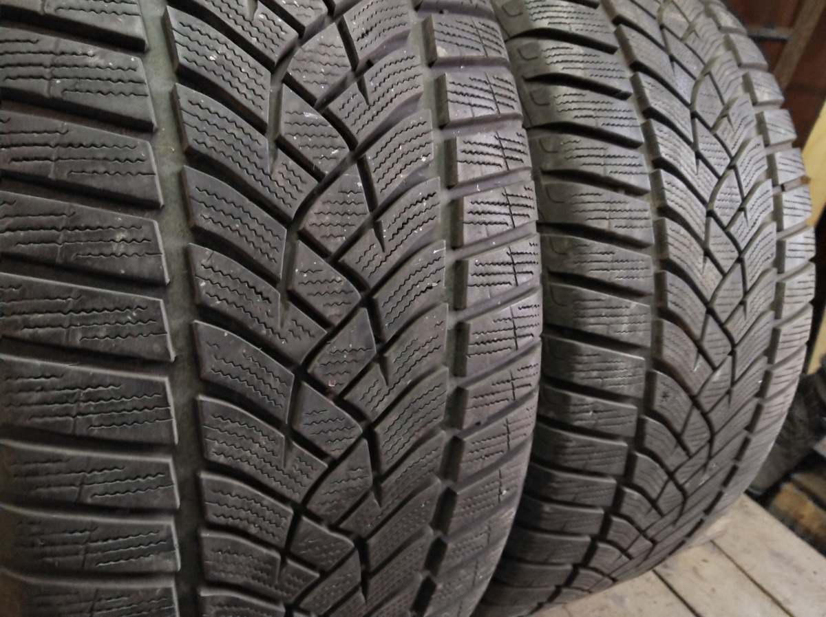 GoodYear Ultra Grip Performance 255/40R 19
