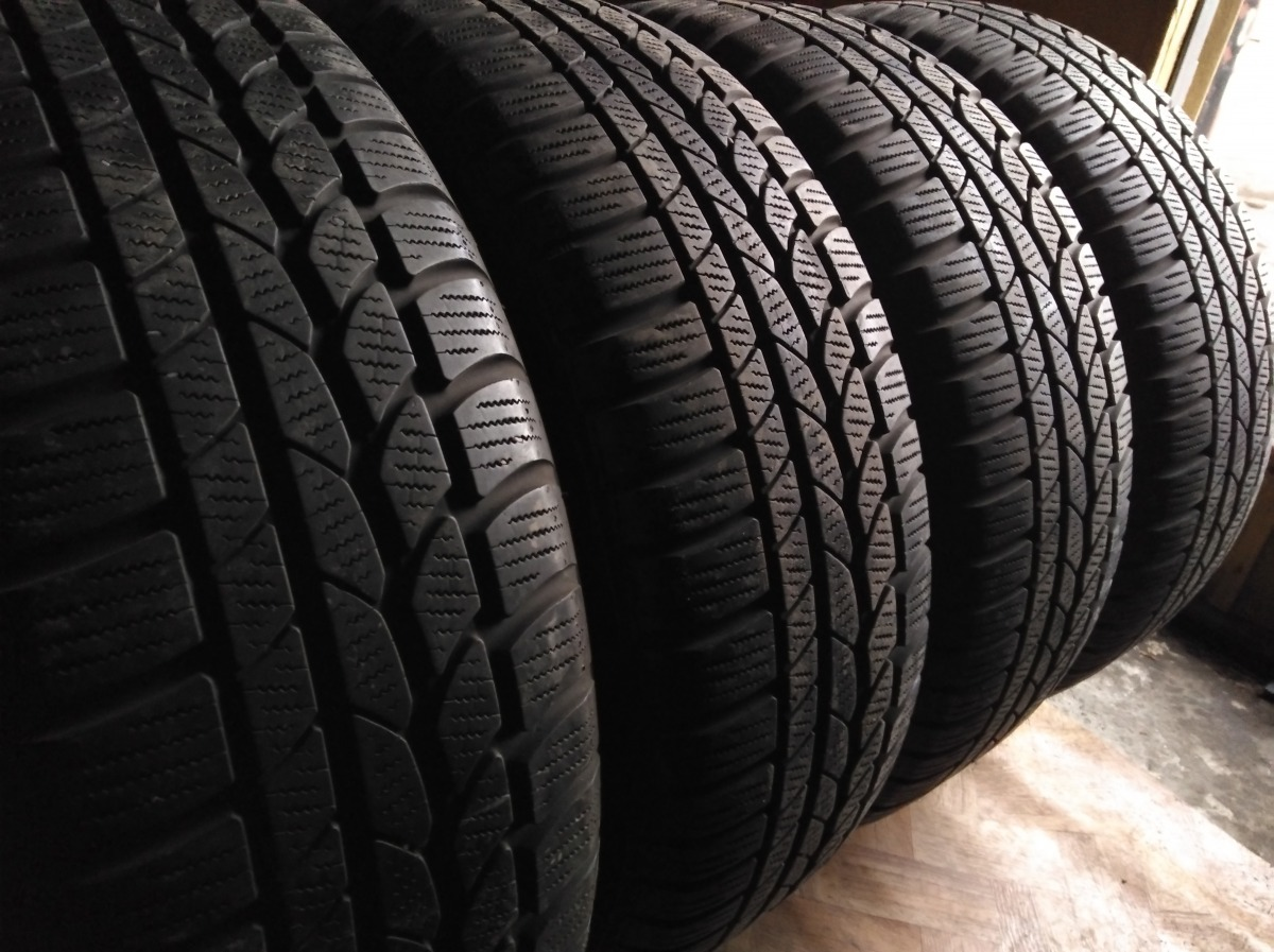 Continental 4*4 WinterContact . 215/60R 17