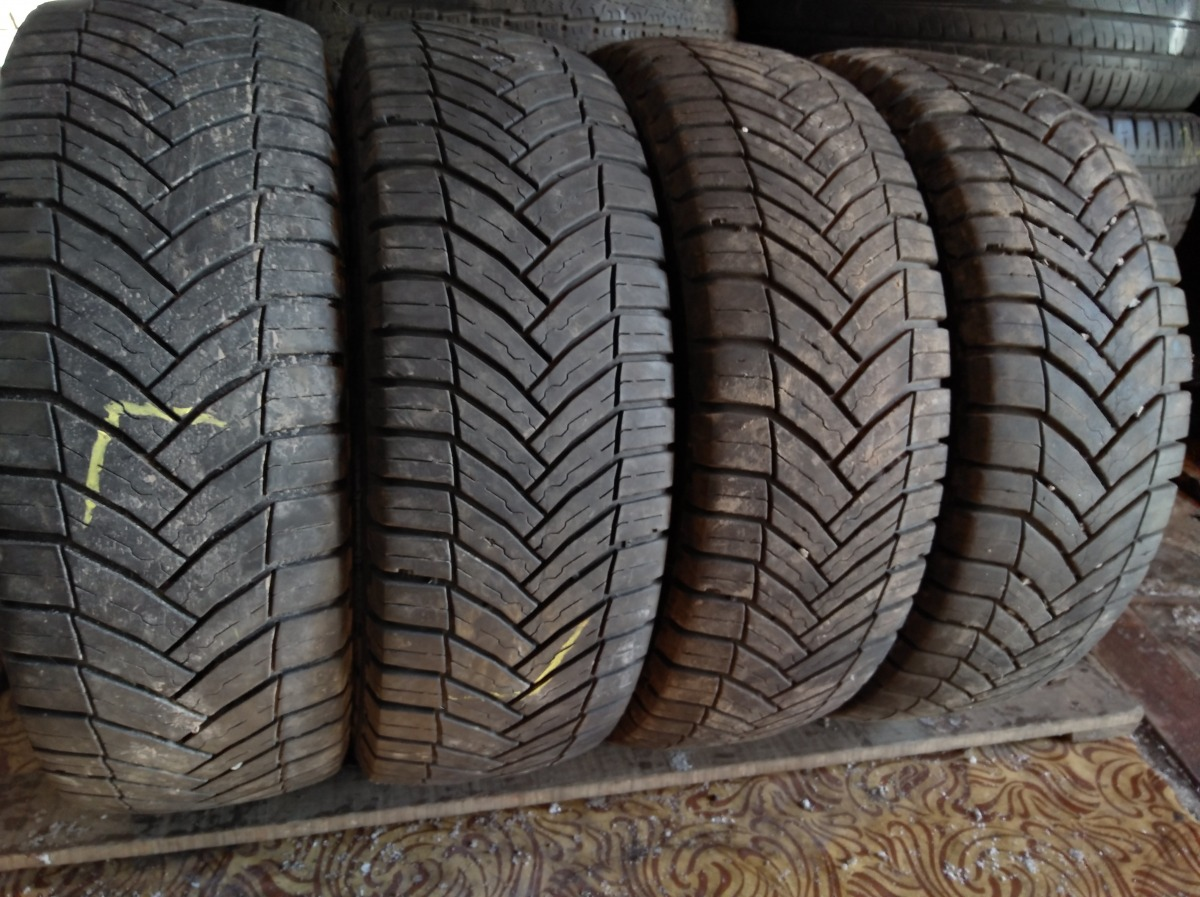 Michelin Agilis Cross Climate 215/65R 16C