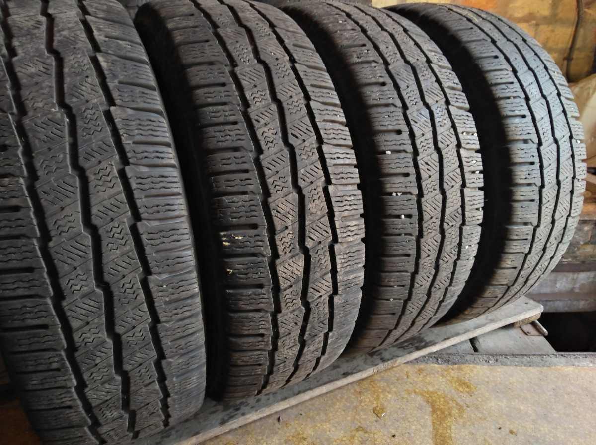 Michelin Agilis Alpin. 215/65R 16C
