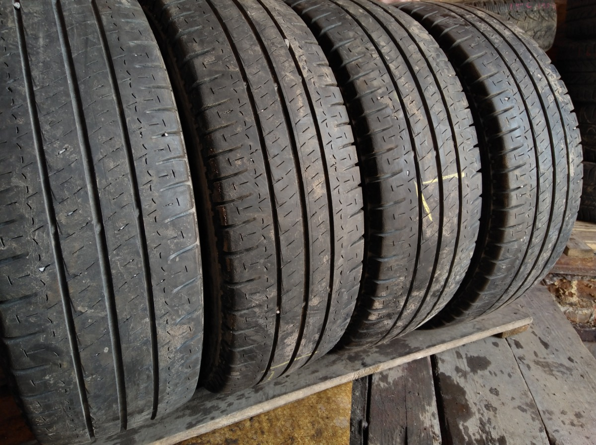 Michelin Agilis . 215/65R 16C