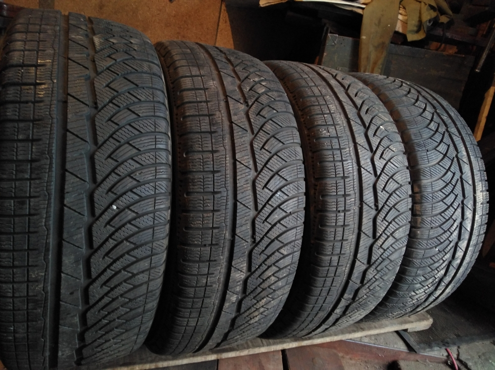 Michelin Pilot  Alpin PA 4 235/45R 18