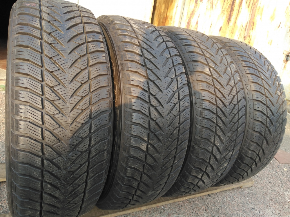 GoodYear UltraGrip 225/65R 17
